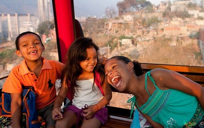 Riding on a ropeway is an experience for all the family. Adults and children alike can enjoy entirely new and unusual perspectives of the cityscape.