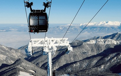 For ski areas and regions exposed to frequent high winds, various ropeway systems have been developed that defy even severe weather conditions.